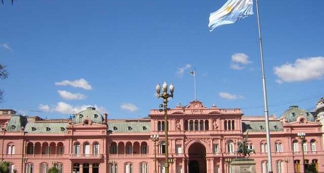 La Corte d'Appello USA ha dato più tempo a Buenos Aires per risarcire gli obbligazionisti, ma forse arriva un accordo. Figuraccia di Fitch che aveva dato per spacciato il paese sudamericano