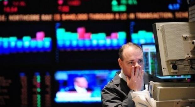 Collocati dal tesoro 8,75 miliardi di titoli a 183 giorni con rendimenti in forte aumento. Pesa il risultato delle elezioni e lo spread a 320 punti. Il boom di Grillo suggella il falliemnto della politica di austerity di Monti