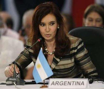 Si avvia verso un compromesso la causa che vede contrapposti i fondi avvoltoi a Buenos Aires. La Corte d'Appello di New York ha chiesto alla Kirchner di formalizzare una proposta transitoria per non penalizzare gli obbligazionisti