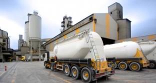 La crisi delle costruzioni fa scendere la domanda di cemento ai livelli degli anni '60 e il gruppo bergamasco taglia gli impianti di produzione. Ne approfittano i bond il cui rendimento scende sotto il 5%