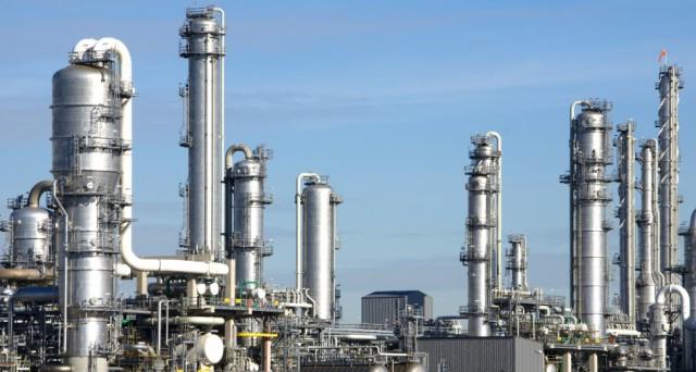 Grandi manovre per il terzo gruppo petrolchimico mondiale che rimborsa in anticipo tre bond. Tramite la controllata Kerling nascerà una grande industria del Pvc. Le obbligazioni ora sono meno rischiose e rendono bene