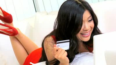 MasterCard lancia bond a dieci anni con rendimento del 3,38% e taglio minimo da 2.000 dollari (US57636QAB05). Investire in carte di credito è più sicuro dei BTP