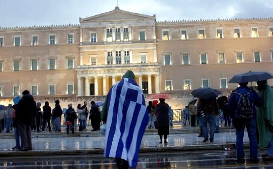 Titoli di stato di Atene sotto pressione sui mercati internazionali dopo uscita da piano di salvataggio lacrime e sangue. Syriza avanza nei sondaggi