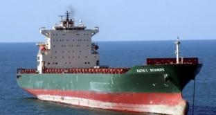 La compagnia di navigazione tedesca deve rifinanziare 1,28 miliardi di debiti e il mercato non va bene. Allo studio un aumento di capitale. Basterà?