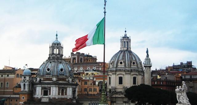 Secondo gli analisti, la nuova legge di bilancio dell'Italia potrebbe comportare un abbassamento di rating da parte di Moody's