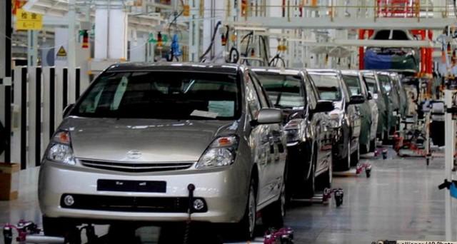 le obbligazioni della finanziaria della Toyota (XS1171489393, XS1171489476) sono disponibili sia a tasso fisso che variabile. Tutti i dettagli