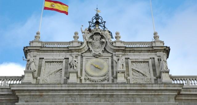 Spagna, collocati 4,623 miliardi di euro in Bonos a 5, e 10 anni. Rendimenti in discesa