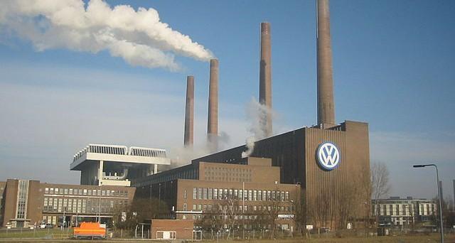 Rendimento bond Volkswagen in contrazione dopo accantonamenti per oltre 16 miliardi di euro (dieselgate). Il giudizio di Moody's