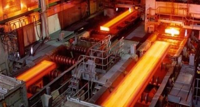 Peggiorano i conti e le previsioni del numero uno al mondo dell'acciaio. Il rating diventa più speculativo e i bond in euro rendono più del 5%