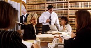 Azionisti e obbligazionisti si stanno rivolgendo a studi legali nel tentativo di recuperare gli investimenti. Cosa c'è da sapere