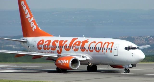 La compagnia aerea low cost colloca obbligazioni con rendimento vicino al 2% e apre nuove rotte a Nord Est