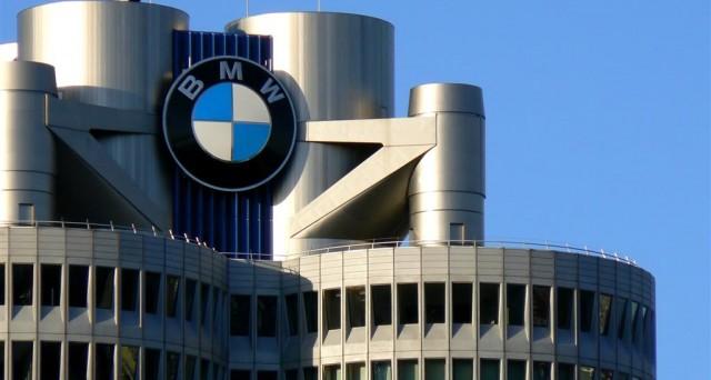 La casa automobilistica tedesca ha raccolto ordini doppi nonostante il crollo del titolo azionario in borsa