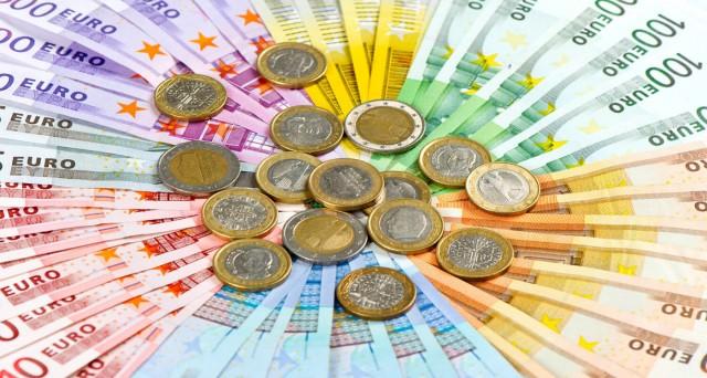 Il Btp a 10 anni rende 1,3%, mentre lo spread btp bund tedesco è fermo a 117 bp. Gli operatori attendono i dati su inflazione Europa e USA