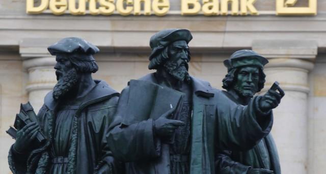 La Procura di Trani indaga Deutsche Bank sulla vendita massiccia di Btp nel 2011 mentre rassicurava i mercati. Pochi mesi dopo cadde il governo Berlusconi