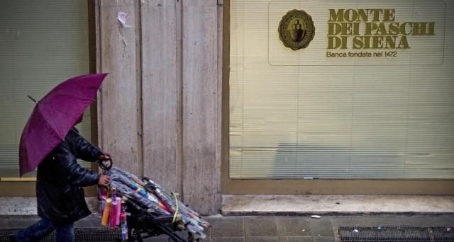 Monte dei Paschi al lavoro sui due grandi dossier: la cessione delle sofferenze e il rafforzamento patrimoniale. In mezzo c'è il destino dei possessori di bond subordinati