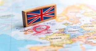 La Banca d'Inghilterra ha tagliato i tassi a 0,25% e potenziato il quantitative easing. Bond decennali rendono 0,65%
