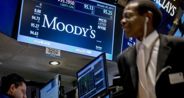 Senza riforme e taglio del debito pubblico, Moody's sarà costretta a rivedere il rating dell'Italia. Ma dietro c'è chi fa soldi