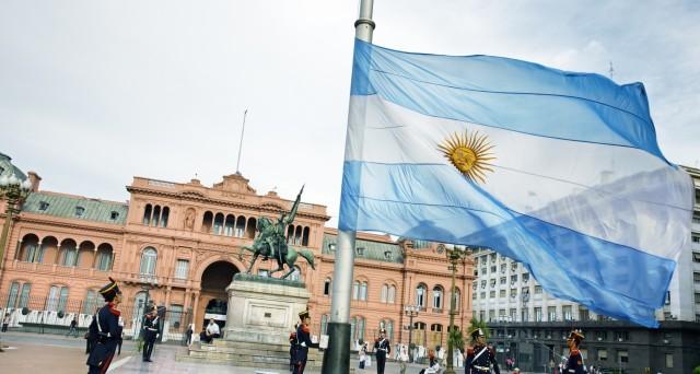 Collocati nuovi bond Argentina per 2,75 miliardi di euro in tre tranches: scadenza 2023 (XS1715303340) , 2028 (XS1715303779) e 2047 (XS1715535123)