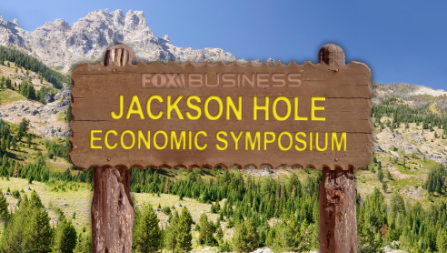 Investitori e traders attendono di conoscere gli esiti del simposio di Jackson Hole. Intanto Berlusconi parla di doppia moneta per l'eurozona