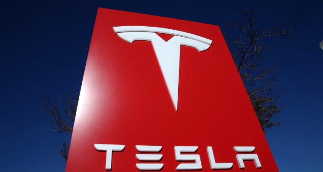 Il prezzo dei bond Tesla 5,30% 2025 (USU8810LAA18) è sceso di oltre il 2% sotto il prezzo di collocamento. Il giudizio degli investitori