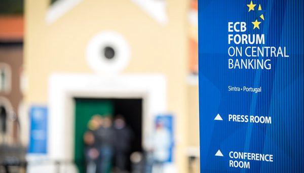 Occhi del mercato puntati sul forum dei banchieri centrali in Portogallo. Spread sale a quota 221