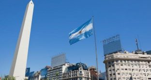E' bastato un sondaggio sulle elezioni in Argentina per rinvigorire le vendite ai danni di pesos e bond. Il mercato teme davvero che torni alla presidenza Cristina Fernandez de Kirchner.