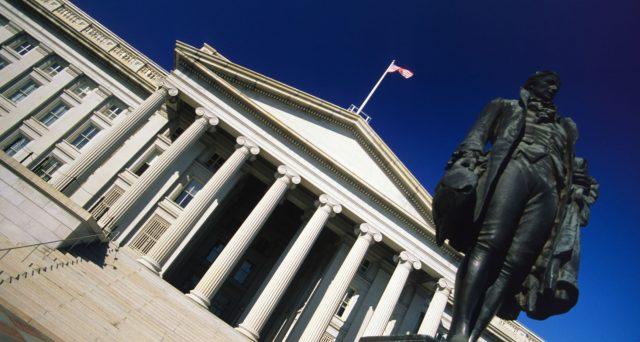 La curva dei tassi in America si è invertita nel tratto tra 3 mesi e 10 anni. Questo dovrebbe segnalare l'arrivo di una recessione per gli USA, ma è davvero così?