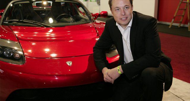 Tesla sta per emettere nuove azioni e obbligazioni convertibili per esigenze di liquidità, puntando a raccogliere sul mercato fino a 2,3 miliardi di dollari.