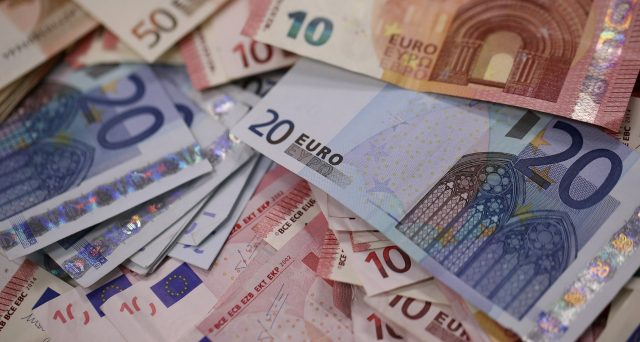 Regole europee più agevoli in Europa per ristrutturare i debiti degli stati. E l'Italia rischia di uscirne la più colpita per i suoi BTp.