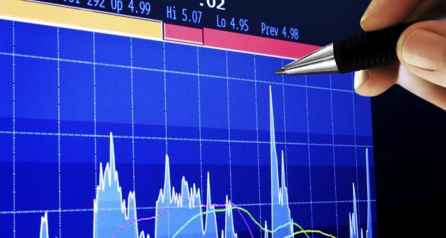 Un portafoglio di investimenti che sfrutti il crollo dei rendimenti obbligazionari? Ecco qualche possibile soluzione per mettere a frutto i propri risparmi in questa fase.
