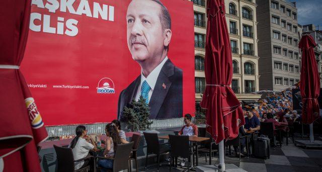 Il partito di Erdogan perde Istanbul dopo decenni e la lira sale contro il dollaro, in attesa che si rafforzino anche i bond governativi alla riapertura delle contrattazioni. Tuttavia, non è detto che il segnale sia davvero rialzista.