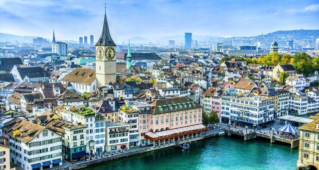 Il franco svizzero ai massimi da 2 anni contro l'euro, mentre i rendimenti delle obbligazioni emesse dallo stato alpino sprofondano sempre più in territorio negativo fino ai 30 anni. Com'è possibile?