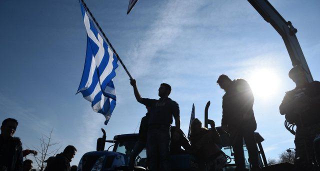 I titoli di stato della Grecia accelerano la corsa dopo la vittoria dei conservatori di ieri alle elezioni politiche, anche se l'euforia non dovrebbe distogliere la nostra attenzione dai seri rischi che gravano sull'obbligazionario ellenico.
