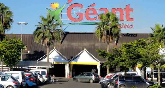 Moody's e Standar & Poor's tagliano il rating di Casino Guichard-Perrachnd dopo i conti. Il gruppo francese corre ai ripari e cede asset per 2 miliardi. Bond in recupero sui mercati.