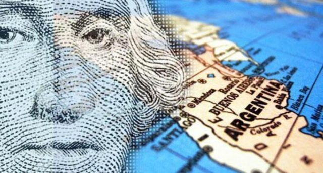 L'Argentina studia col FMI l'allungamento delle scadenze di metà del debito pubblico. La delicata operazione, per evitare il default, interesserà investitori in bond locali e internazionali.