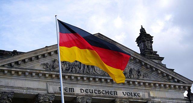 I Bund della Germania offrono rendimenti sempre più basso e negativi agli investitori, segnalando o sfiducia o speranza nelle prossime mosse della BCE. Chi sta sbagliando i calcoli ci rimetterà di tasca proprio un bel po' di soldi.