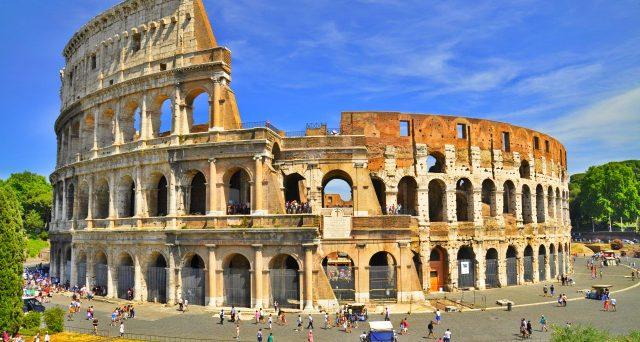 Le obbligazioni del Comune di Roma 2048 rendono la metà da inizio anno e cresce la tentazione del Tesoro di rimborsarle in anticipo, anche se l'operazione accollerebbe nell'immediato allo stato italiano un debito ancora maggiore.