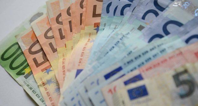 Il bond ENI emesso ieri a 15 anni offre un rendimento inferiore a quello del BTp di pari durata. E non è l'unico caso per il colosso energetico. Anzi, la corsa ai corporate bond premia il debito privato, in un certo senso guardato con meno sospetto di quello pubblico italiano.