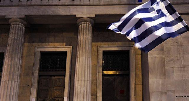 La Grecia emette obbligazioni a 10 anni al rendimento dell'1,50%, nettamente inferiore al 3,9% spuntato a marzo, consolidando le scorte di liquidità e segnalando agli investitori di non avere più timore dei mercati finanziari.