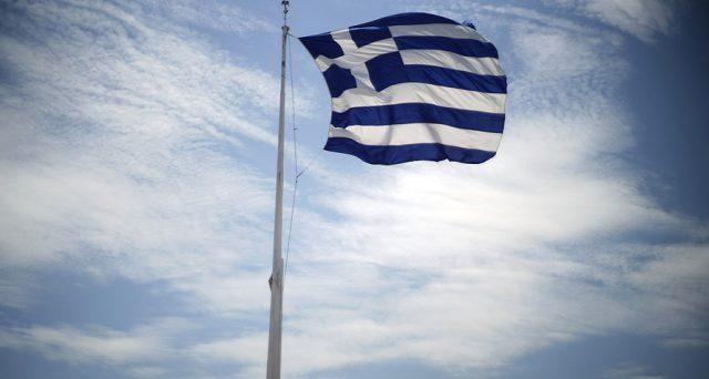 BTp e bond della Grecia vicinissimi in termini di rendimento a medio-lunga scadenza. Atene si è avvicinata anche troppo a Roma e per l'Italia non è una buona notizia.