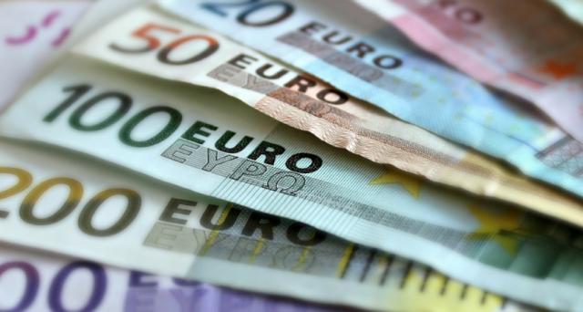 Pioggia di vendite sui BTp, i cui rendimenti superano su alcuni tratti della curva quelli della Grecia. E le perdite dalla nascita del governo