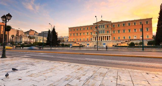 Rimborso anticipato di 2,7 miliardi di euro al Fondo Monetario Internazionale da parte della Grecia, dove nuove emissioni di obbligazioni sovrane si terranno nei prossimi mesi, malgrado 32 miliardi di liquidità disponibile.