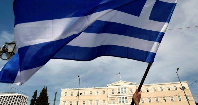 Lo spread tra titoli di stato della Grecia e quelli italiani si è azzerato e si prevede che diventi negativo entro l'anno prossimo, quando l'Italia diverrebbe ufficialmente il mercato sovrano più rischioso di tutta l'Eurozona.