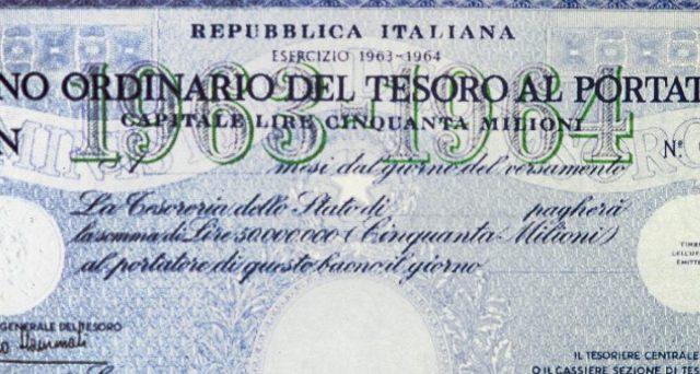 Il debito pubblico italiano risulta poco in possesso delle famiglie residenti e sempre più nelle mani di banche e fondi. Ecco perché la percentuale negli ultimi 30 anni è crollata a un decimo.