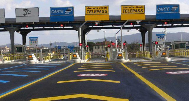 Rischio default per diversi miliardi di euro di obbligazioni Atlantia e della controllata Autostrade per l'Italia, nel caso in cui il governo Conte effettivamente revocasse le concessioni autostradali ai Benetton senza indennizzo.