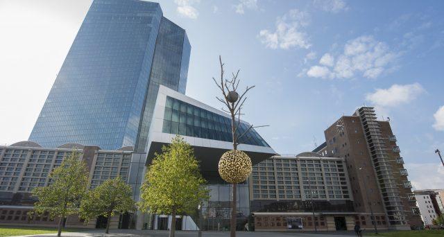 Ultimo board BCE domani, il primo dell'era Lagarde. Malgrado le esternazioni del nuovo governatore sulla svolta
