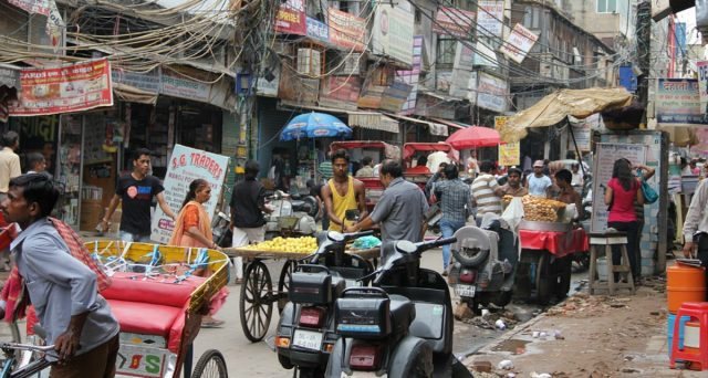 Economia indiana in brusca frenata, nuovo taglio dei tassi atteso per giovedì. Il mercato obbligazionario sovrano difficilmente ne beneficerà, gli investitori stranieri puntano all'allentamento dei vincoli per entrarvi.
