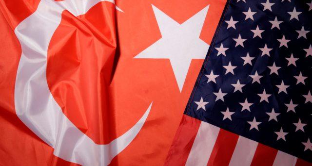 Rendimenti turchi in rialzo e cambio ai minimi da due mesi contro il dollaro. Scontro tra Ankara e Washington sui missili S-400 dalla Russia e la possibile vendita di armi USA a Cipro. Il mercato sconta le tensioni.