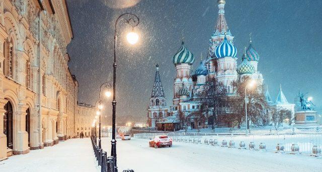 La Russia taglia i tassi e beneficia del petrolio stabile sopra i 60 dollari, schivando gli effetti delle sanzioni finanziarie. In calo i rendimenti sovrani e corporate e il 2020 andrebbe anche meglio.