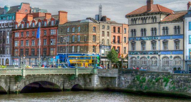 Obbligazioni irlandesi con scadenza 2035, grande successo per la prima emissione del 2020 con cui Dublino ha coperto oltre un terzo del suo fabbisogno finanziario atteso per l'anno. E i costi di indebitamento sono bassissimi, malgrado il funesto 2011.